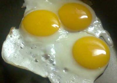 El huevo frito es rico en proteínas pero también en calorías